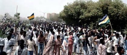 توقعات بإستمرار التظاهرات ودعوات لنزول قادة المعارضة