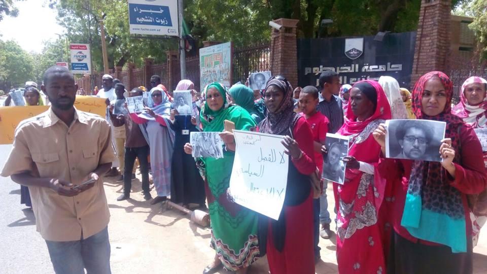 اهالى الطلاب المعتقلين يحملون ادارة جامعة الخرطوم مسؤولية سلامة ابناءهم