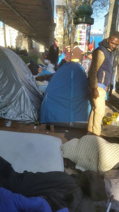لاجئون سودانيون بفرنسا يحتمون بمدرسة من الشارع