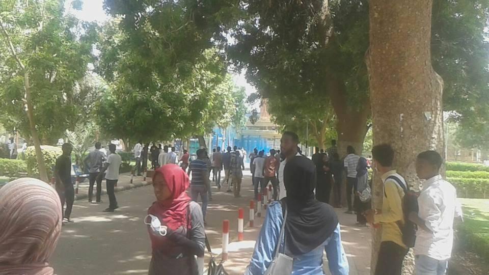 شرطة الجامعات  تدشن مهمتها بصعق طالب  بالكهرباء