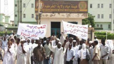 Photo of محتجون يغلقون شارعاً رئيسياً جنوبي الخرطوم رفضاً لإنعدام المياه