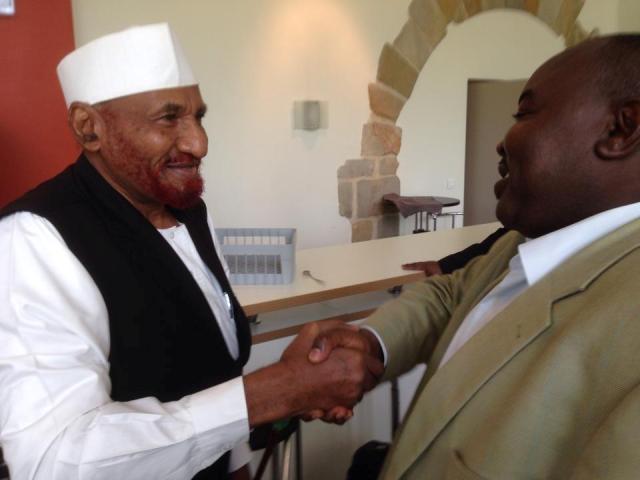 حزب الأُمّة يدحض التّكهنات بعودة زعيمه للخرطوم