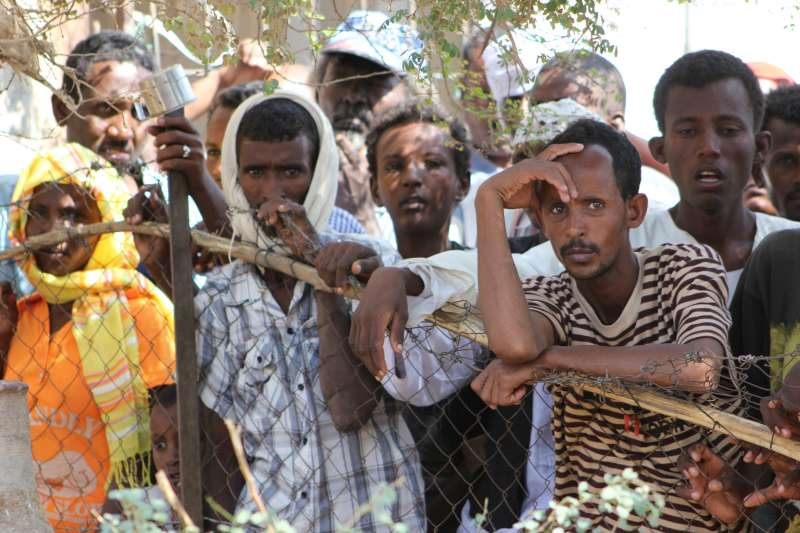 الخرطوم تنتهك القانون الدولي وترحل مئات اللاجئين الاريتريين لاسمرا