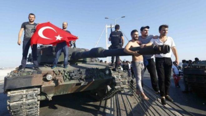 """إلغاء ندوة ومصادرة صحيفتين بسبب """"انقلاب تركيا"""""""