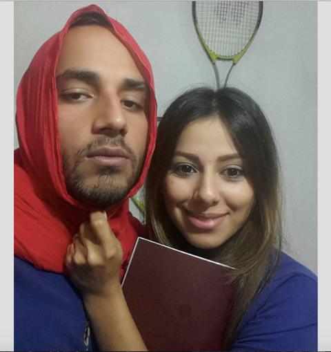 رجال ايرانيون يرتدون الحجاب تضامنا مع قريباتهم