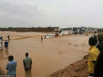 السيول والفيضانات تقطع طريق بورتسودان الخرطوم عبر كسلا