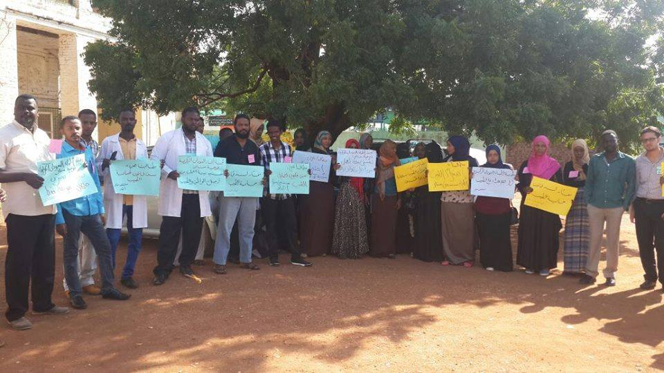 """الأطباء مستمرون في إضرابهم ومأمون حميدة يصفهم """"بعدم الأخلاق"""""""