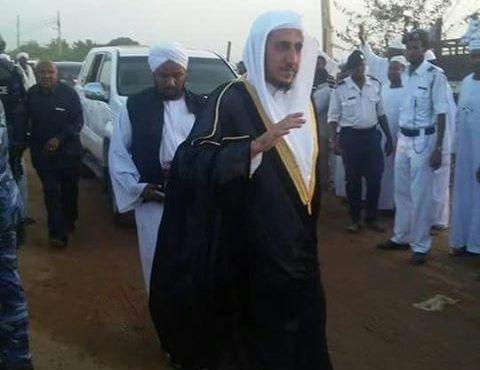 إمام الحرم  الحرم المكي يربك السلفيين في السودان