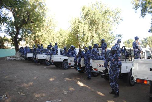 الشرطة تحاصر نادي المحس بالخرطوم
