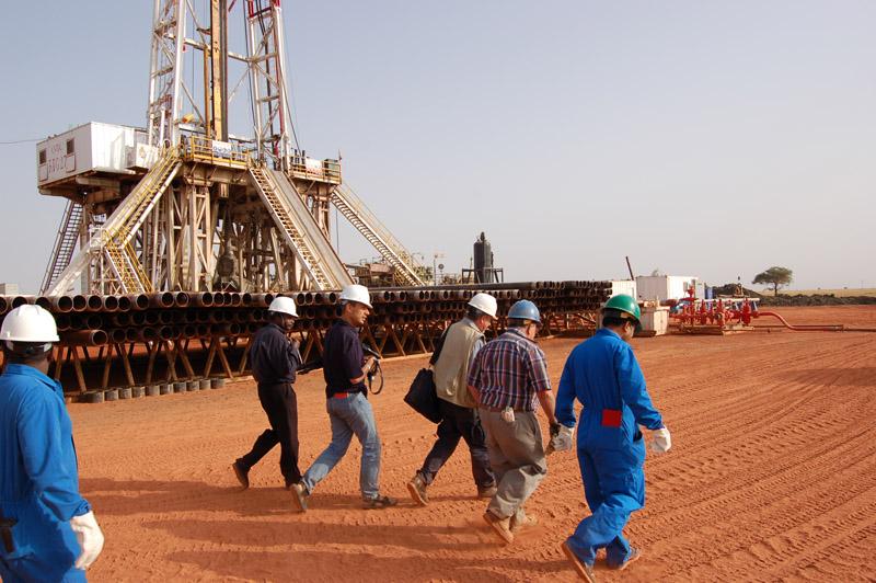 شركات النفط تصل الى طريق مسدود مع الخرطوم وتلوح بالمغادرة