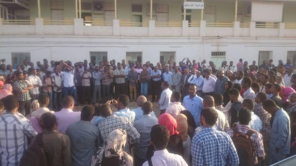 توجيه تهمة نسف الأمن الصحي لرئيس لجنة اطباء السودان المركزية (السابق )