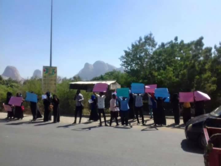 """اتساع الاحتجاجات ضد """"زيادات الاسعار"""" والامن يرد عليها بالاختطاف والاعتقال – شاهد الصور"""
