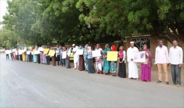 أديب سعودي يناشد حكومة بلاده   لإطلاق سراح سودانين