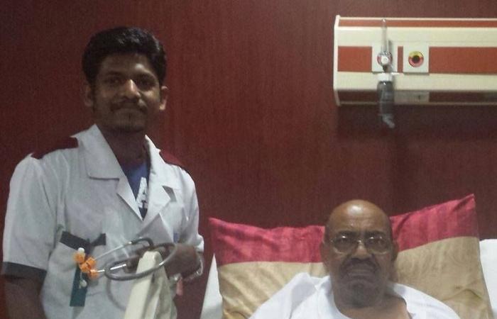 بعد مغادرته المستشفى الأطباء ينصحون البشير بتفادي الإجهاد  والخطابات