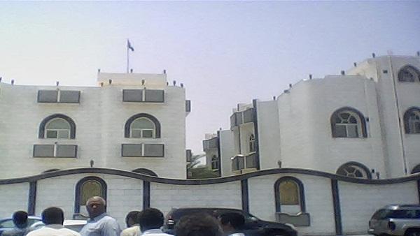 سعودي يمكث (13) عاماً وآخر (3) سنوات دون محاكمة في سجون الخرطوم