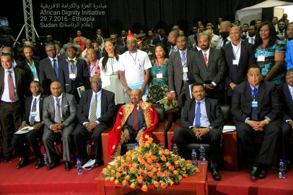 البشير يقدم مائة الف دولار هدية لجامعة اثيوبية مقابل تكريمه