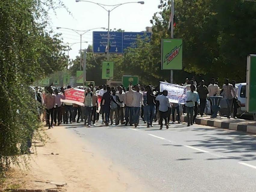 تظاهرات طلابية بوسط الخرطوم تطالب بالتحقيق فى أحداث (نيرتتى)