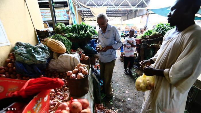 ارتفاع الجنيه السوداني أمام الدولار لم ينعكس على الأسواق