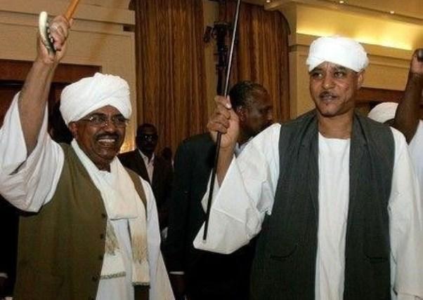 بعد إذن موسى هلال وحميدتي  ..وزير المعادن ووالي شمال دارفور يخطبان في جبل عامر