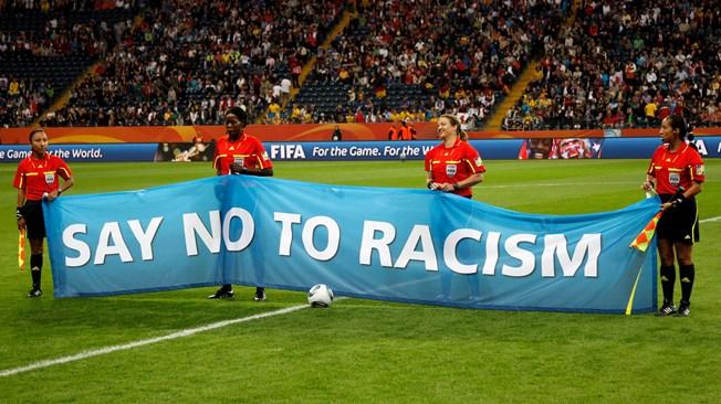 كرة القدم تهزم العنصرية وتشعل الامل