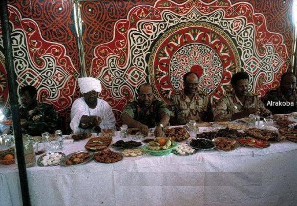 """البشير يدعو السودانيين إلى أكل """"الكاتشب السودانى"""" بعد منع الصادرات المصرية"""