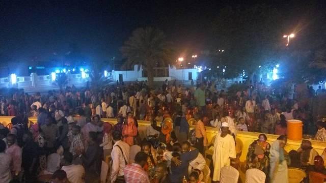 بعد أن منع الأمن اقامة مهرجانها : ابوعركي يهدي مبادرة (لا لقهر النساء) اغنية