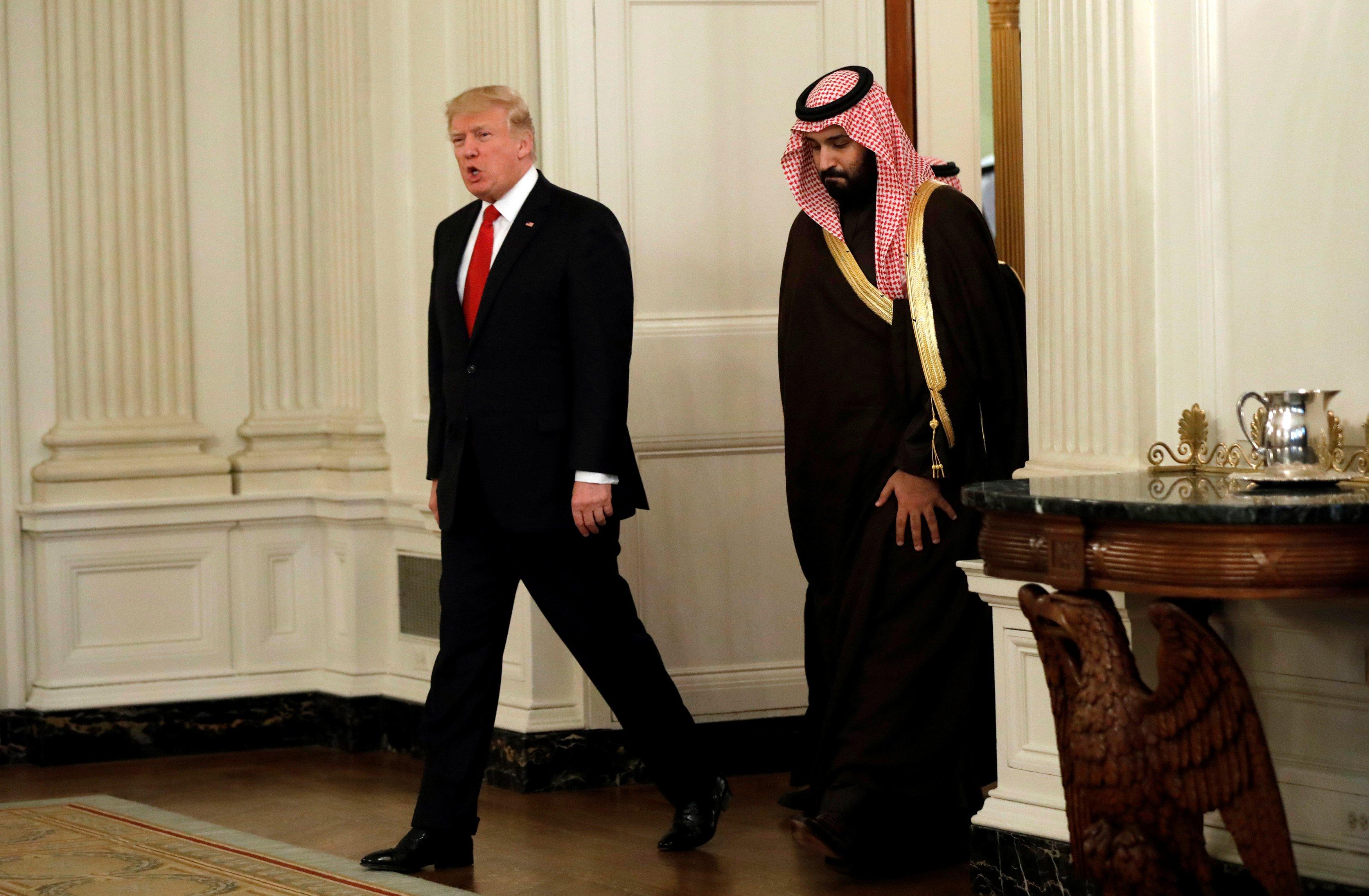 بعد حملة ضغط إسرائيلية سعودية ترامب يقرر رفع العقوبات عن السودان اليوم