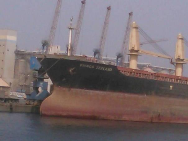 بيع بواخر بميناء بورتسودان كخردة -شاهد الصور