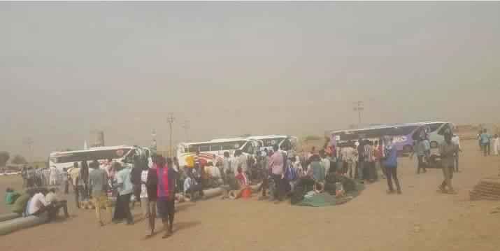 طلاب بخت الرضا يغادرون الى دارفور تحت حصار أمني بعد حظرهم دخول الخرطوم