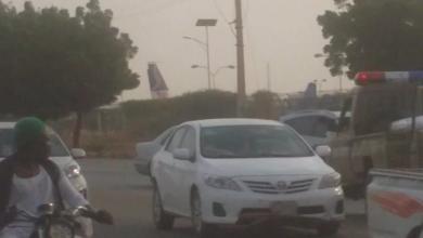 Photo of نظاميون يثيرون الرعب ويهشمون عربة دبلوماسي- شاهد الصور