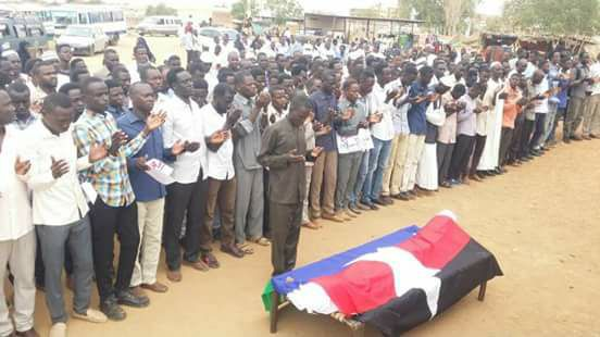 المئات يتحدون جهاز الأمن ويشيعون قتيل الإسلامية الثالث