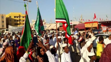 Photo of عرائس ومدائح وحلويات.. الاف السودانيين يحتفلون بمولد النبي