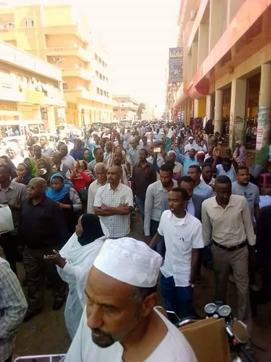 قادة المعارضة يتصدرون تظاهرة (لا للغلاء)