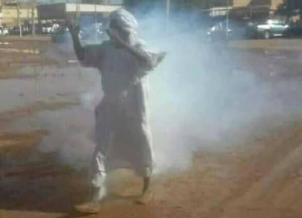 مشهد مؤثر من مظاهرات أمدرمان