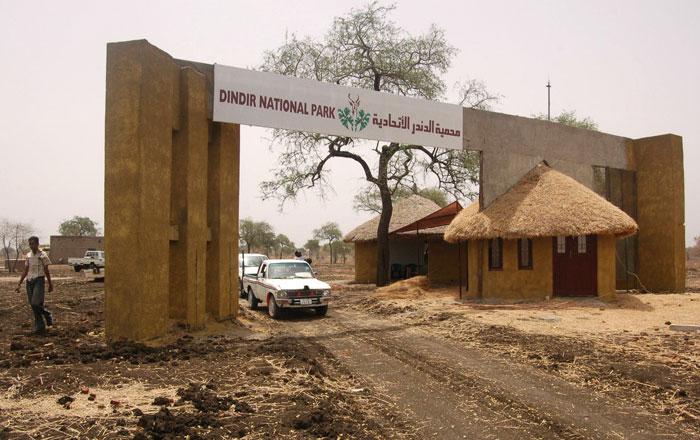 قرى اثيوبية وخط اسفلت بعمق مائة كيلومترا داخل السودان