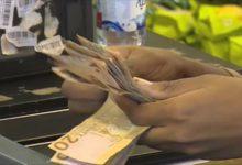 Photo of الدولار الأمريكي يتأرجح في اسواق الخرطوم والمركزي يرفع سعر الصرف