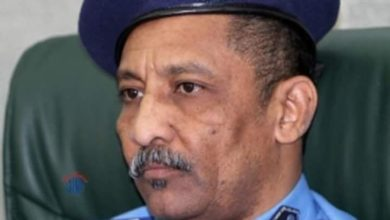 صورة القبض على مدير الشرطة ووالي الخرطوم الاسبق بتهمة الفساد
