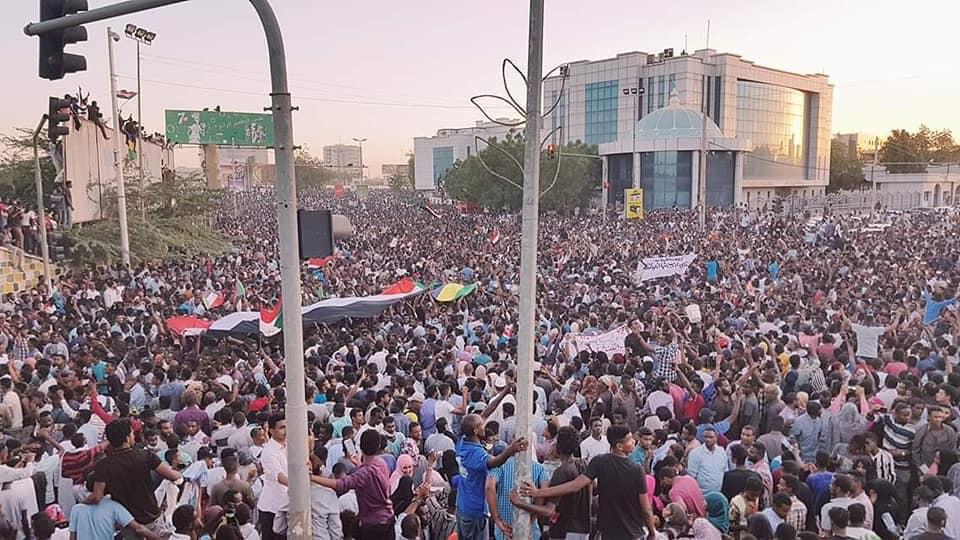 حيدر ابراهيم علي يكتب: الطابور الخامس في المجلس العسكري يعرقل مسيرة الثورة