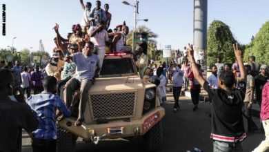 Photo of فيديو لإحتفالات السودانيين بإنتهاء حكم البشير