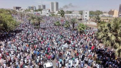 صورة تجمع المهنيين يدعو إلى استمرار الإعتصام حتى تسليم السلطة لحكومة مدنية