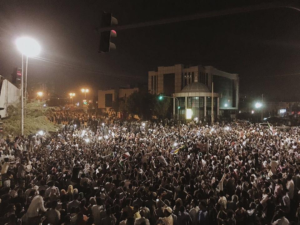 المهنيين يُعلق التفاوض مع المجلس العسكري