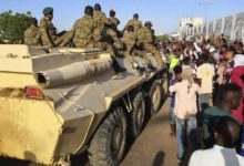 Photo of السادس من ابريل .. تزايد مخاوف السودانيين من تآكل ديمقراطيتهم الناشئة