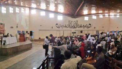 Photo of أساتذة جامعة الخرطوم يطيحون بالنقابة الموالية للبشير