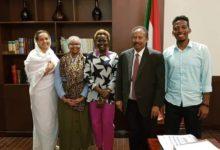 Photo of السودان : حمدوك يضم ملكة جمال جبال النوبة الى مكتبه الإعلامي بمجلس الوزراء