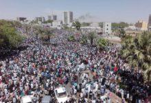 Photo of مشاهد خالدة من يوميات ثورة ديسمبر – 40صورة مؤثرة