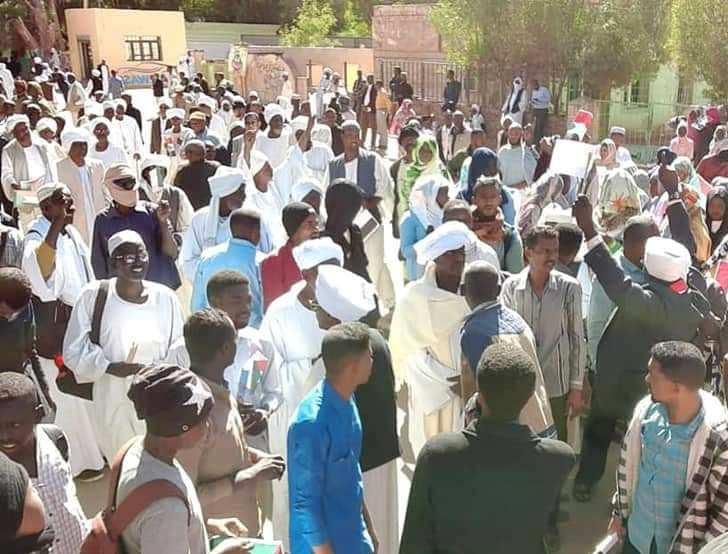 السودان : إطلاق رصاص وظهور سلاح أبيض في مظاهرة  للإسلاميين  بود مدني