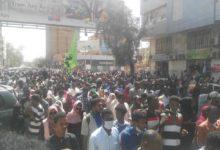 Photo of السودان: مواجهات الأولى من نوعها بالخرطوم منذ سقوط البشير بين متظاهرين والشرطة والمتاريس تعود للشوارع