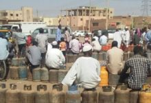 Photo of السودان: مواطنون يقضون ليلتهم في الميادين في انتظار غاز الطهي