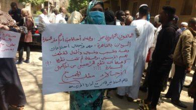 صورة إجلاء العالقين من مصر وتكليف الدعم السريع والشرطة مرافقتهم إلى الحجر الصحي