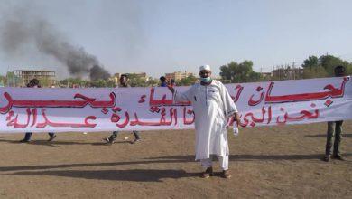 Photo of السودانيون يتظاهرون بالآلاف لتصحيح مسار الثورة